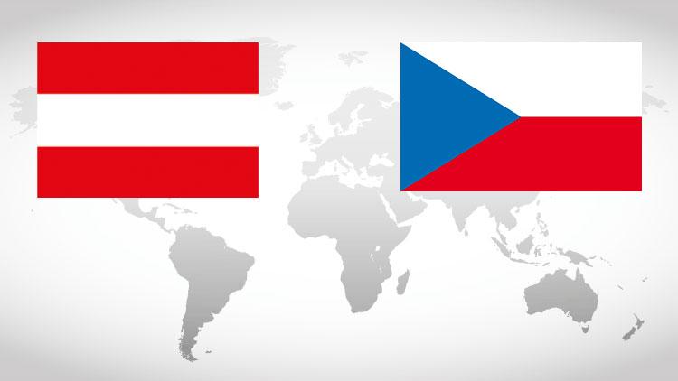 Weltkarte mit den Nationalflaggen von Österreich und Tschechien